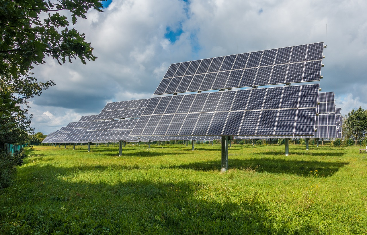 How Solar Charge Controllers Enhance Your Battery's Life