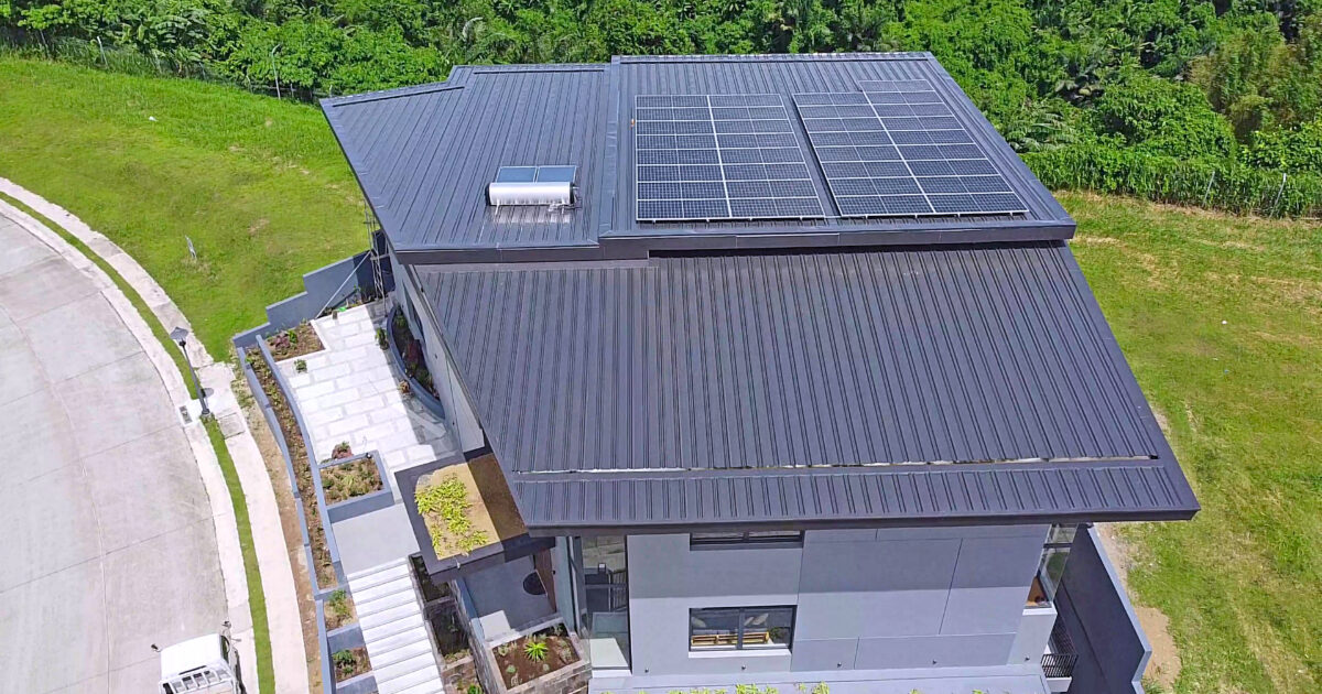 WHAT ARE SOLAR INVERTERS?