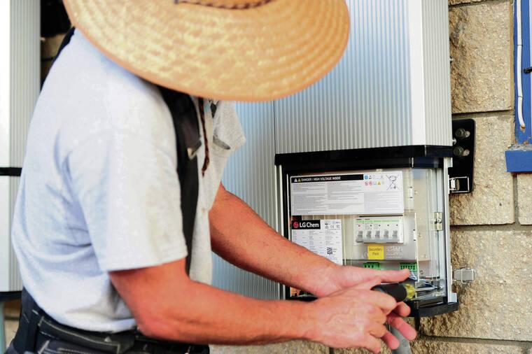 Hawaii Rooftop Solar Batteries for Power Grid Management - Honolulu Star Advertiser